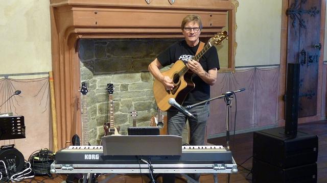 Dieter mit Gitarre