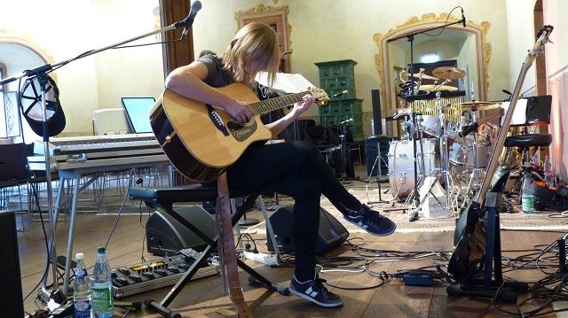 Sigrid mit Gitarre